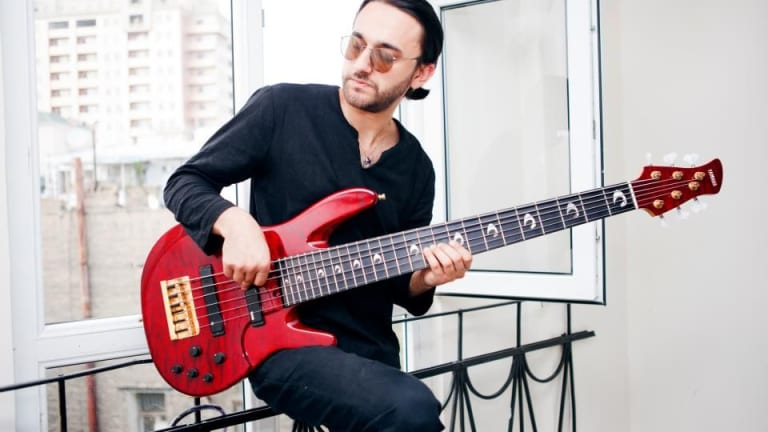 Teymur Phell Releases New Album Featuring Mike Stern and Dennis Chambers