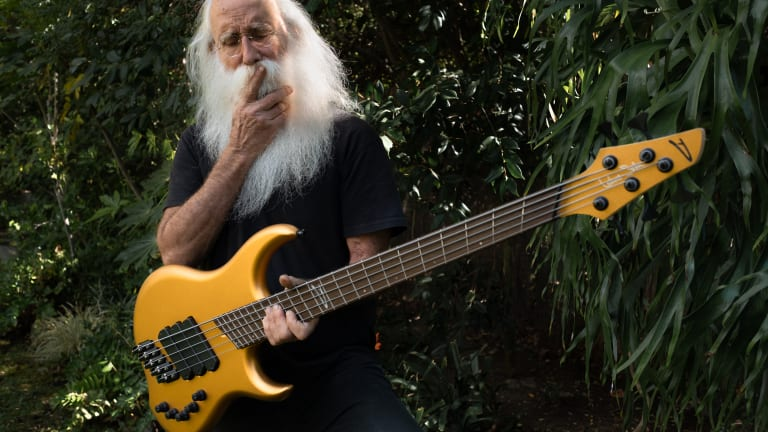 Lee Sklar Auctions Off Signed Dingwall for Charity