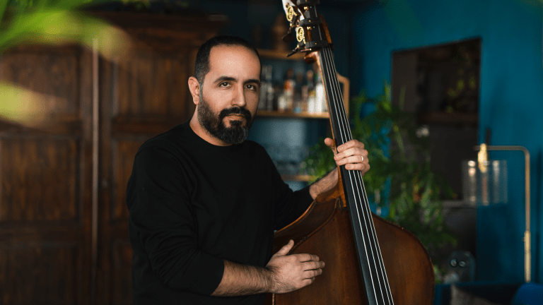 "Watch Jorge Roeder's Performance of ""El Suelo Mío"" From His Solo Bass Album [Exclusive]"