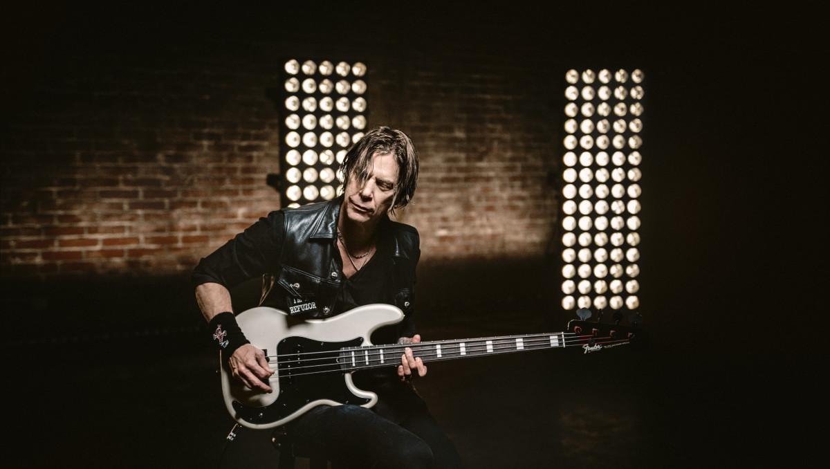Fender_Duff_Lifestyle_032-v2