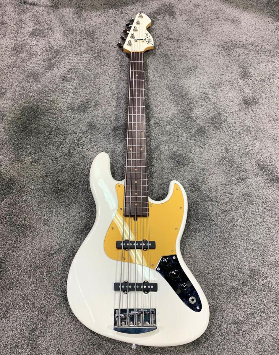 A Mas Hino Custom 5-string.