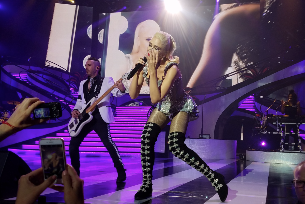 Frank performing with Gwen Stefani