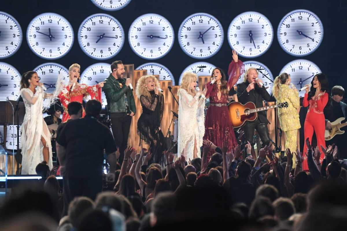 Mohler performing with Dolly Parton at the 61st Annual Grammy Awards