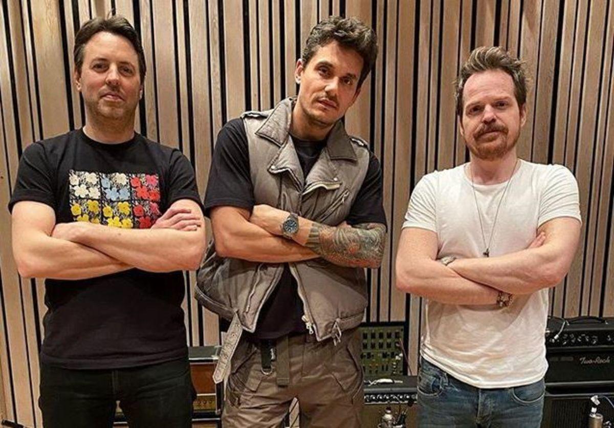 Hurley with John Mayer and drummerAaron Sterling