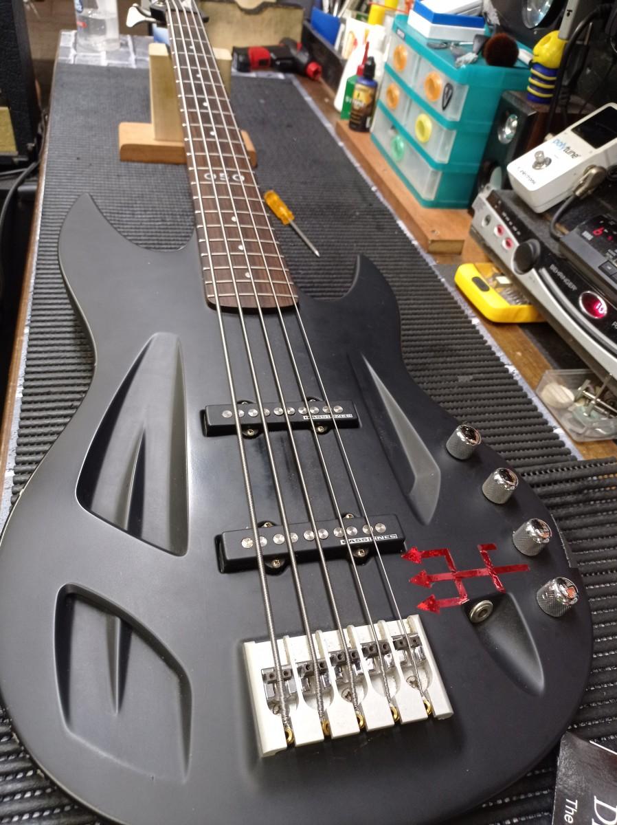 Lira's Aristides Instruments Bass