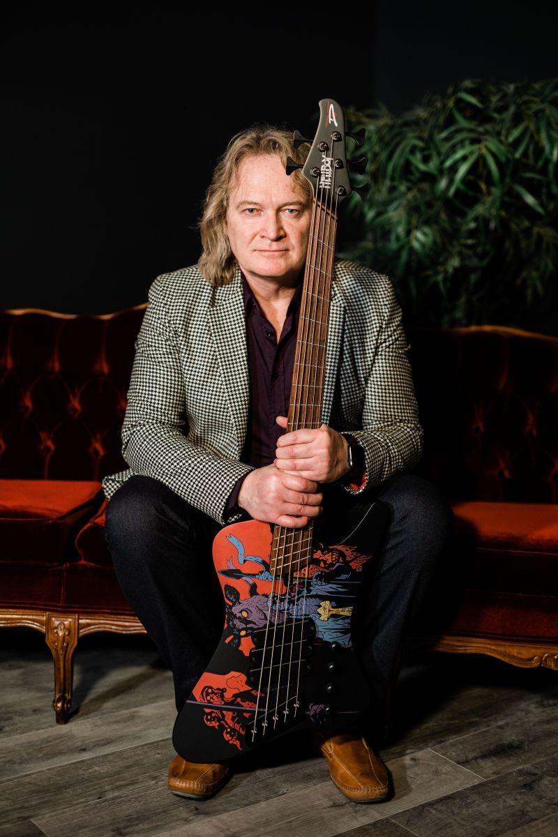 Sheldon Dingwall with the bass